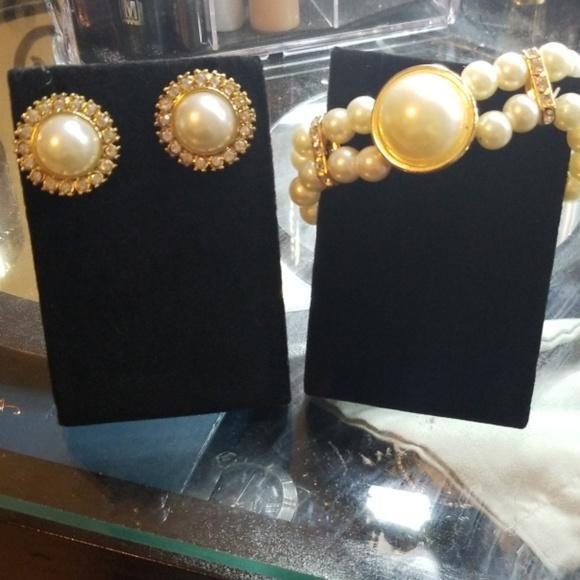 custom Jewelry - Custom Pearl braclet/earrings set